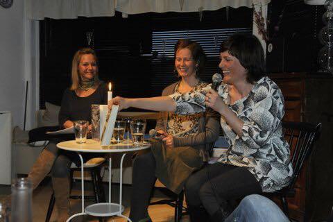 Bokbad med den gang to debutanter; Bergljot Kaslegard og Monika Isakstuen 2009